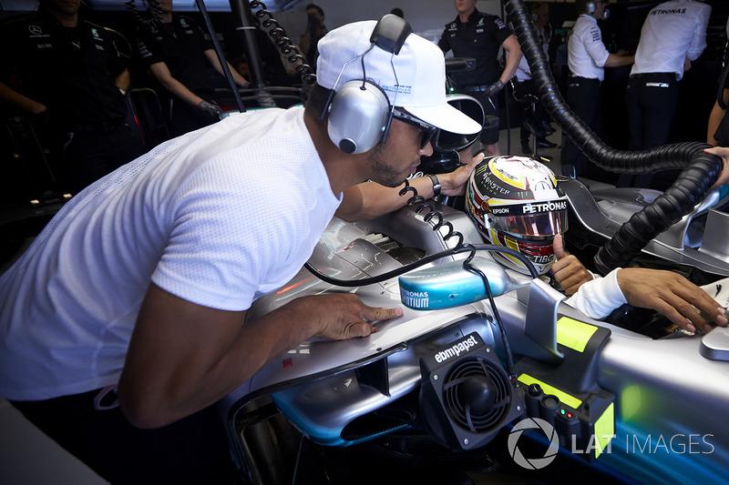 Ніколас і Льюіс Хемілтони, Mercedes AMG F1 W08