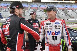 Kurt Busch, Stewart-Haas Racing Ford and Kevin Harvick, Stewart-Haas Racing Rodney, Mobil 1 Ford Fusion