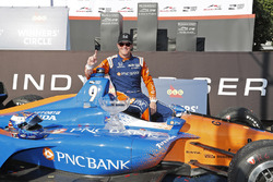 Il vincitore Scott Dixon, Chip Ganassi Racing Honda, festeggia nella victory lane