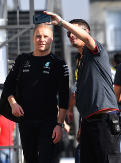 Valtteri Bottas, Mercedes AMG F1 fans selfie