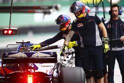 Scuderia Toro Rosso mechanics in the pits