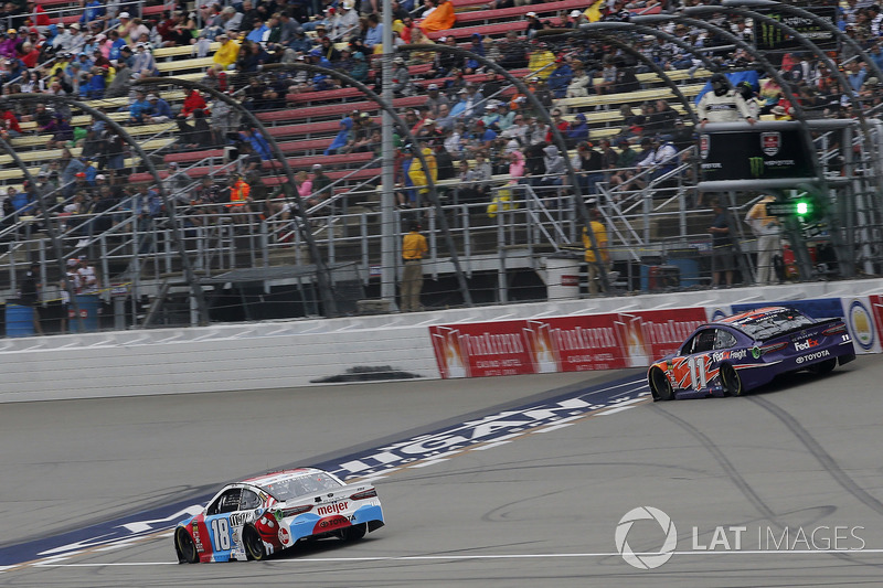 Kyle Busch, Joe Gibbs Racing, Toyota Camry M&M's Red White & Blue Denny Hamlin, Joe Gibbs Racing, Toyota