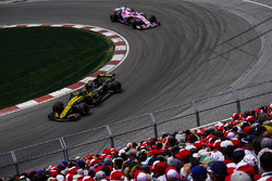 Carlos Sainz Jr., Renault Sport F1 Team R.S. 18, leads Sergio Perez, Force India VJM11