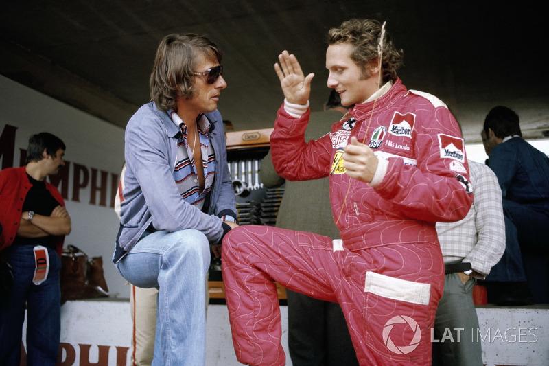 El cantautor austriaco Udo Jurgens con Niki Lauda, Ferrari