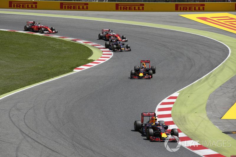 Daniel Ricciardo, Red Bull Racing RB12 TAG Heuer, Max Verstappen, Red Bull Racing RB12 TAG Heuer, Carlos Sainz Jr, Toro Rosso STR11 Ferrari, Sebastian Vettel, Ferrari SF16-H, y Kimi Raikkonen, Ferrari SF16-H