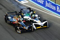 Jean-Eric Vergne, Techeetah, Renault Z.E. 17, battles with Lucas Di Grassi, Audi Sport ABT Schaeffler, Audi e-tron FE04