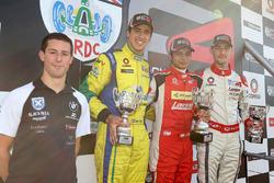 Carrera 3 podio: Alex Sims, Gaetano di Mauro, PetroBall Racing, Arjun Maini, Lanan Racing, y Struan Moore,  Lanan Racing