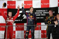Подиум: победитель гонки Себастьян Феттель, Red Bull Racing, второе место – Фернандо Алонсо, Ferrari, третье место – Кими Райкконен, Lotus F1 Team
