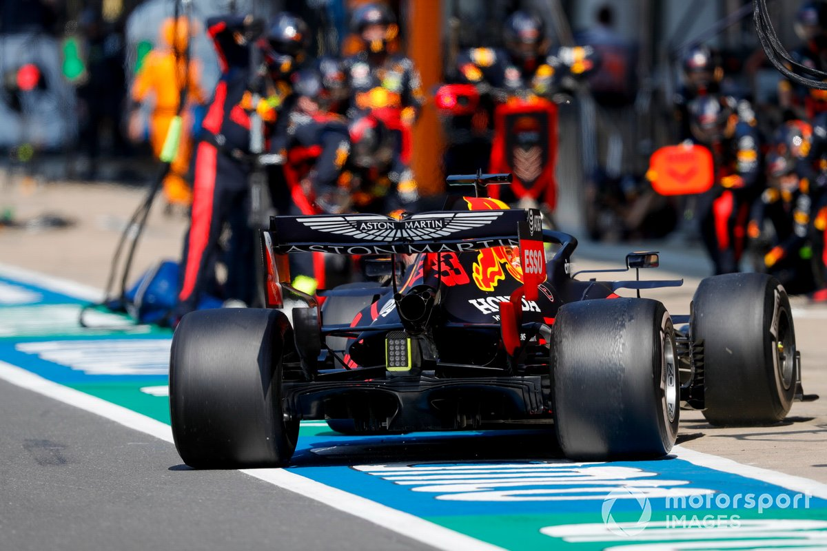 Max Verstappen, Red Bull Racing RB16, comes in for a pit stop