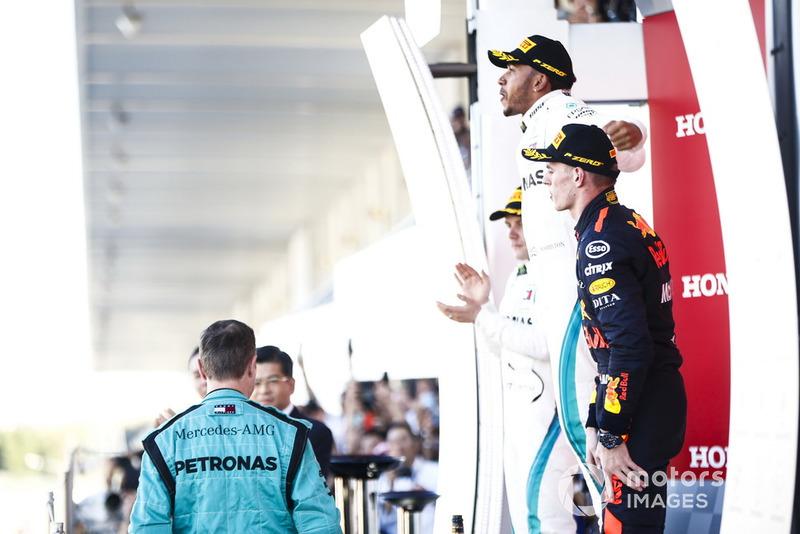 Valtteri Bottas, Mercedes AMG F1, Max Verstappen, Red Bull Racing.