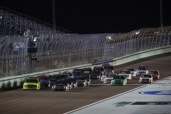 Matt Crafton, ThorSport Racing, Ford F-150 Ideal Door/Menards, Noah Gragson, Kyle Busch Motorsports, Toyota Tundra Safelite AutoGlass, restart
