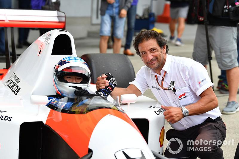 Takuma Sato, McLaren Honda MP4-7A and Jean-Michel Tibi, FOM Cameraman at Legends F1 30th Anniversary Lap Demonstration