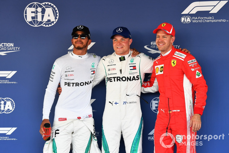 Top 3 después de la clasificación, ganador de la pole Valtteri Bottas, Mercedes AMG F1, segundo Lewis Hamilton, Mercedes AMG F1, tecero Sebastian Vettel, Ferrari