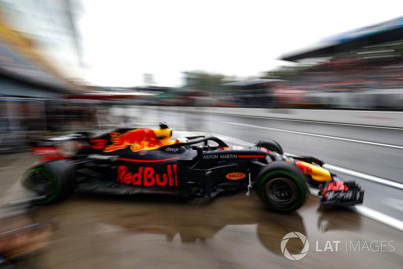 Daniel Ricciardo, Red Bull Racing RB14, leaves the garage