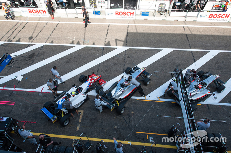 pit lane, Ben Barnicoat, HitechGP Dallara F312 - Mercedes-Benz, George Russell, HitechGP Dallara F312 - Mercedes-Benz, Nikita Mazepin, HitechGP Dallara F312 - Mercedes-Benz
