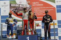 Podio Rookie Gara 3: il secondo classificato Kush Maini, BVM Racing, il vincitore della gara Juan Manuel Correa, Prema Powerteam, il terzo classificato Sebastian Wahbeh Fernandez, RB Racing e Fabienne Wohlwend, Aragon Racing,Tatuus F.4 T014 Abarth #46)g