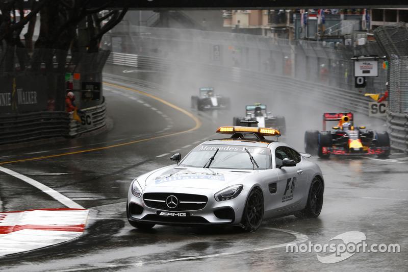 Safety-Car-Start: Daniel Ricciardo, Red Bull Racing RB12, führt