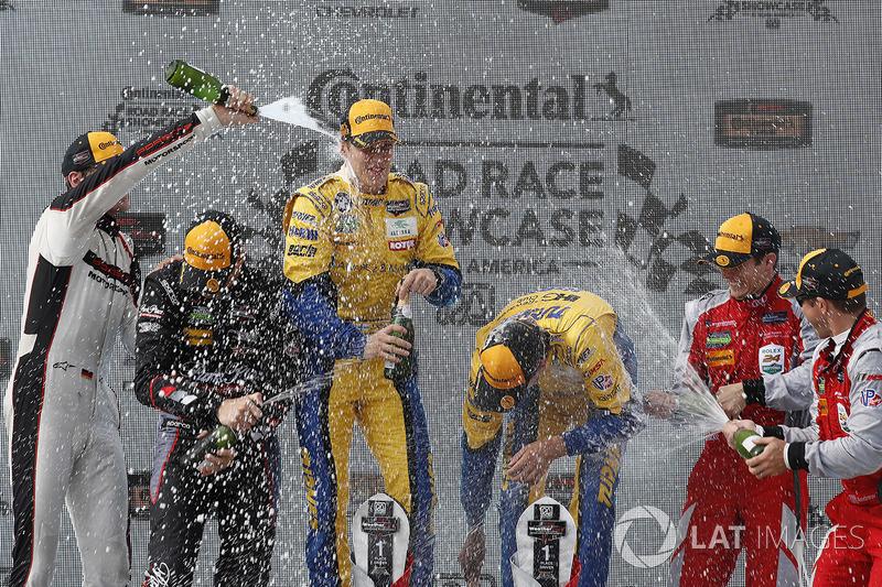 Подіум у класі GTD: переможці Джессі Крон, Йенс Клінгманн, Turner Motorsport, на другому місці Патрік Ліндсі, Йорг Бергмайстер, Park Place Motorsports, на третьому місці Ендрю Девіс, Лоусон Ашенбах, Stevenson Motorsports