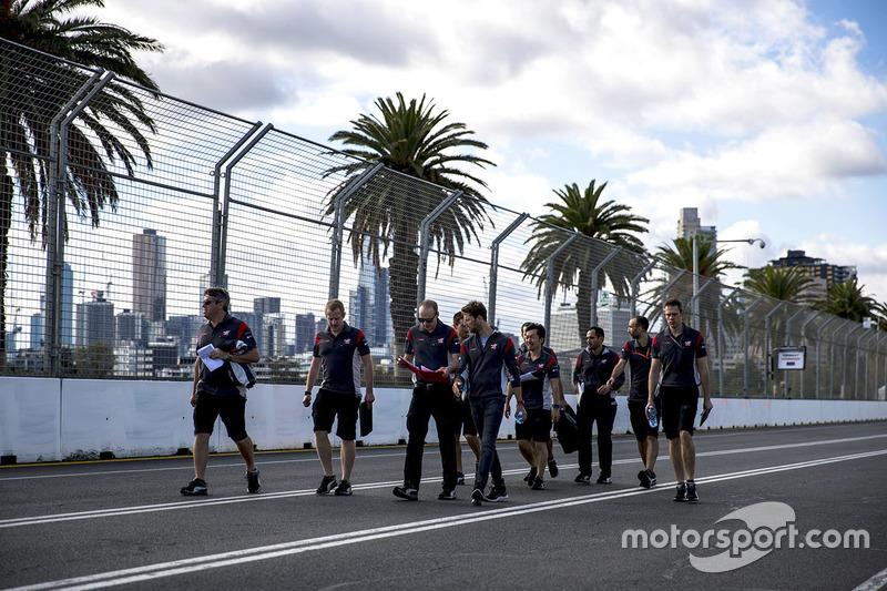 Ромен Грожан, Haas F1 Team, йде треком з командою