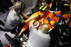 Stoffel Vandoorne, McLaren MCL32, is returned to the garage