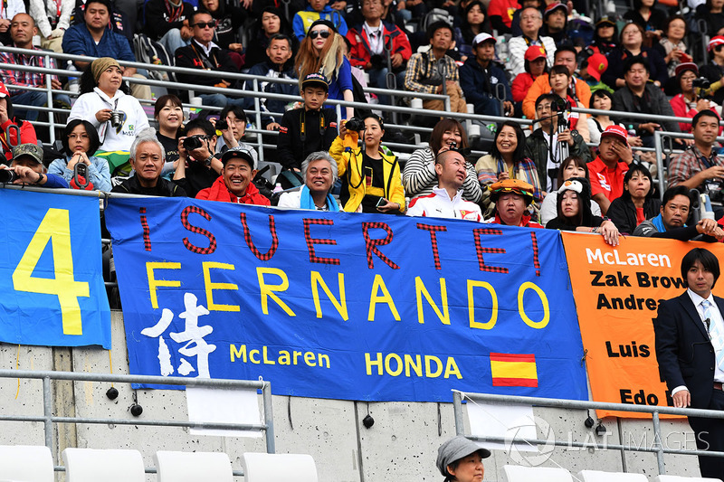 Fans y Fernando Alonso, McLaren banner