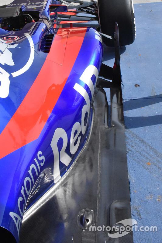 Detalle de la carrocería del Scuderia Toro Rosso STR12