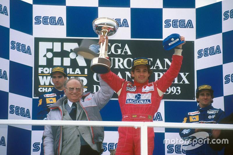 El dúo de Williams Hill  y Prost en el podio en el segundo y tercer lugar.
