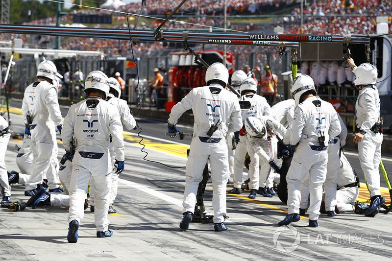 Los miembros del equipo Williams en acción