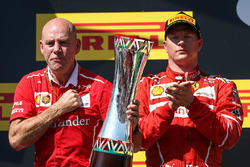 Podium: second place Kimi Raikkonen, Jock Clear, Ferrari Chief Engineer