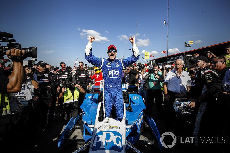 Ganador Josef Newgarden, Team Penske Chevrolet celebra en victory lane