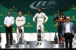 Temporada 2017 F1-canadian-gp-2017-valtteri-bottas-mercedes-amg-f1-loic-serra-mercedes-amg-f1-head-of-veh