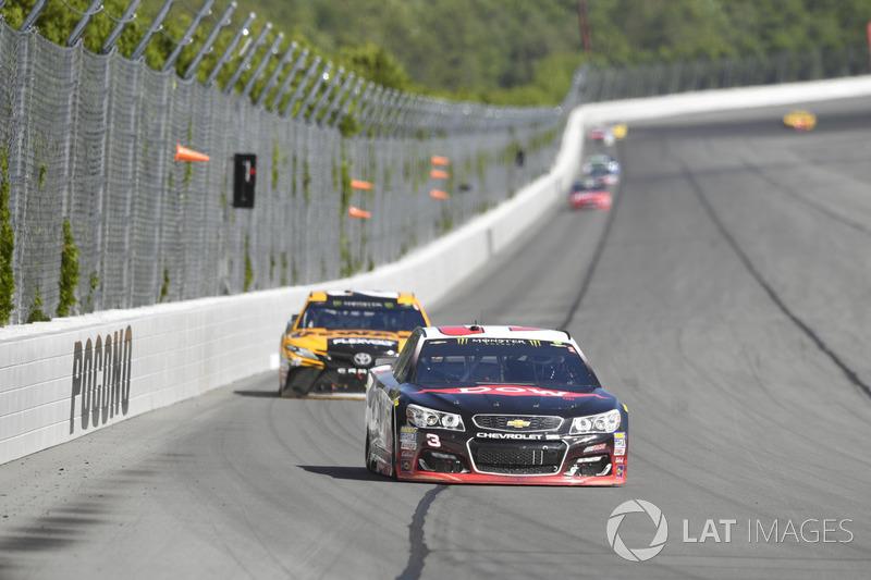 Austin Dillon, Richard Childress Racing Chevrolet, Matt Kenseth, Joe Gibbs Racing Toyota