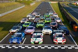 Alle Fahrzeuge auf der Start-Zielgeraden