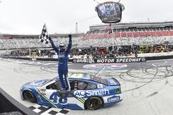 A futam győztese, Jimmie Johnson, Hendrick Motorsports Chevrolet