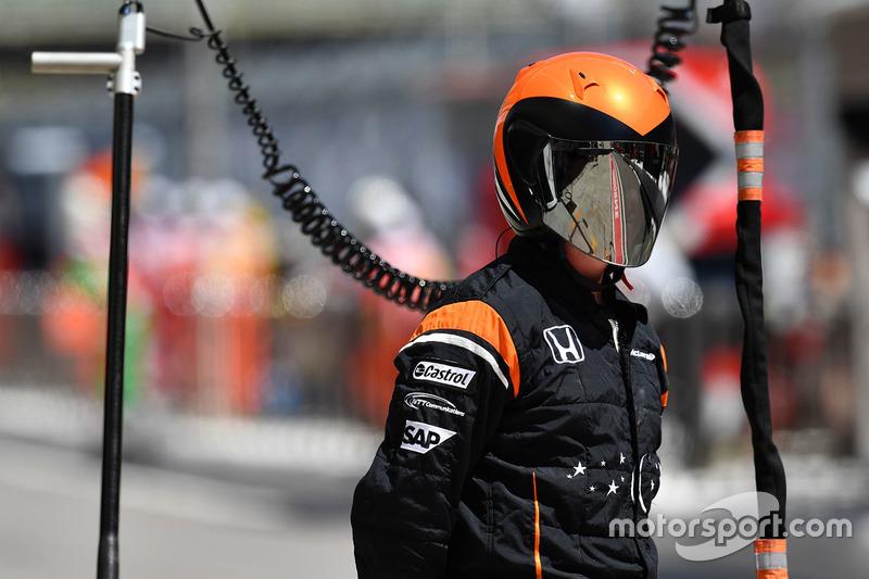 Механик McLaren