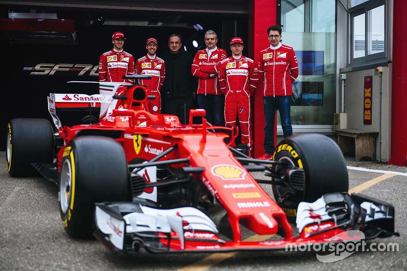Kimi Raikkonen, Sebastian Vettel, Antonio Giovinazzi, Maurizio Arrivabene, jefe de equipo de Ferrari, Sergio Marchionne, presidente de Ferrari y CEO de Fiat Chrysler Automobiles y Mattia Binotto, jefe técnico de Ferrari