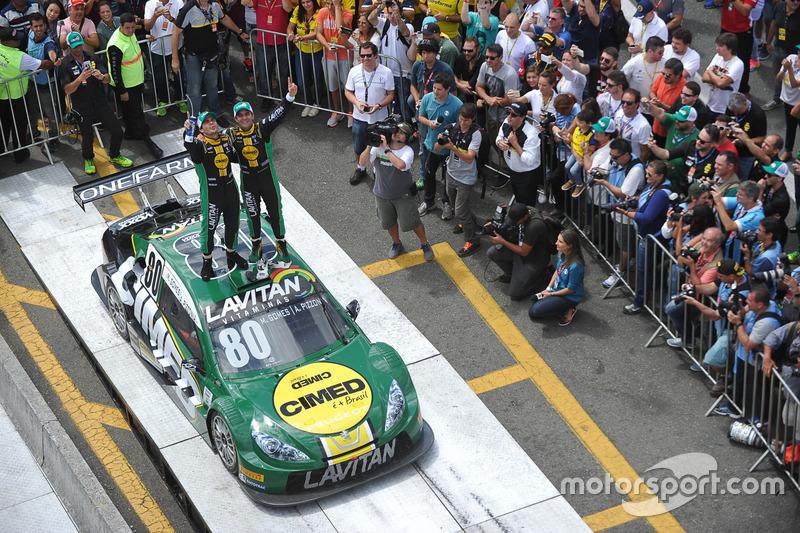 Dupla da Voxx comemora vitória em Curitiba