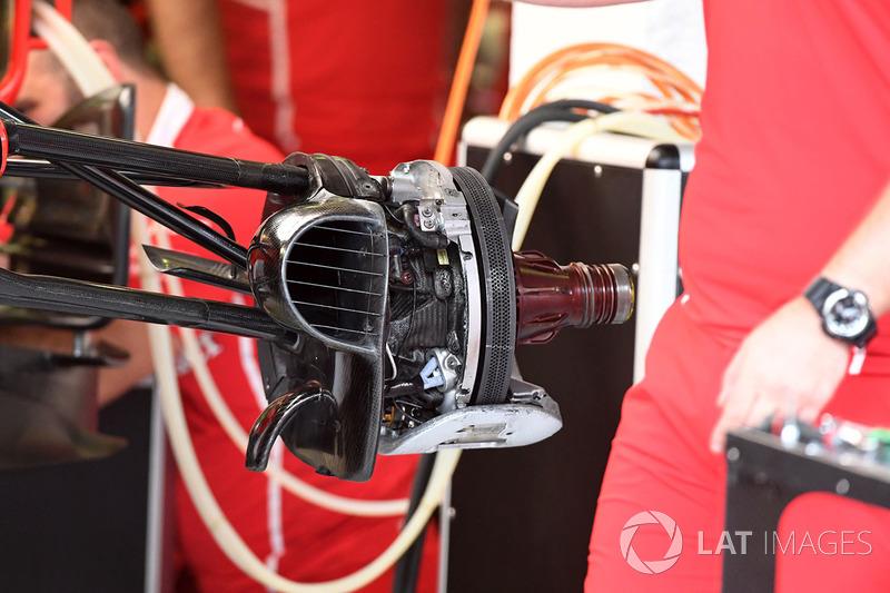 Ferrari SF70-H detalle frontal de cubo de rueda y freno