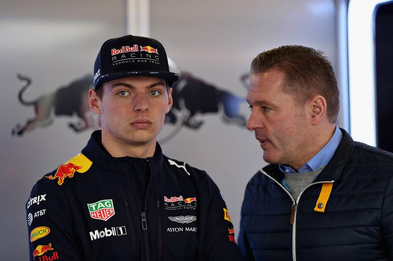 Jos Verstappen tem pressionado Red Bull para dar um carro competitivo ao seu filho.