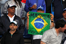 A Felipe Massa, Williams fan with a banner showing thanks