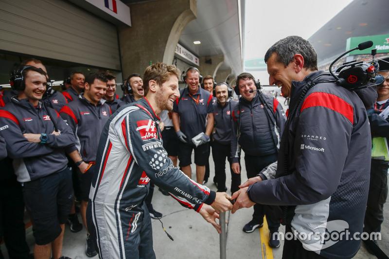 Günther Steiner, Teamchef, Haas F1 Team, feiert seinen Geburtstag mit dem Haas F1 Team