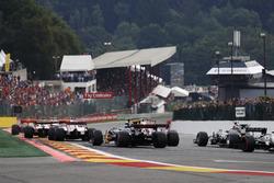 Esteban Ocon, Sahara Force India F1 VJM10, Jolyon Palmer, Renault Sport F1 Team RS17, Kevin Magnussen, Haas F1 Team VF-17
