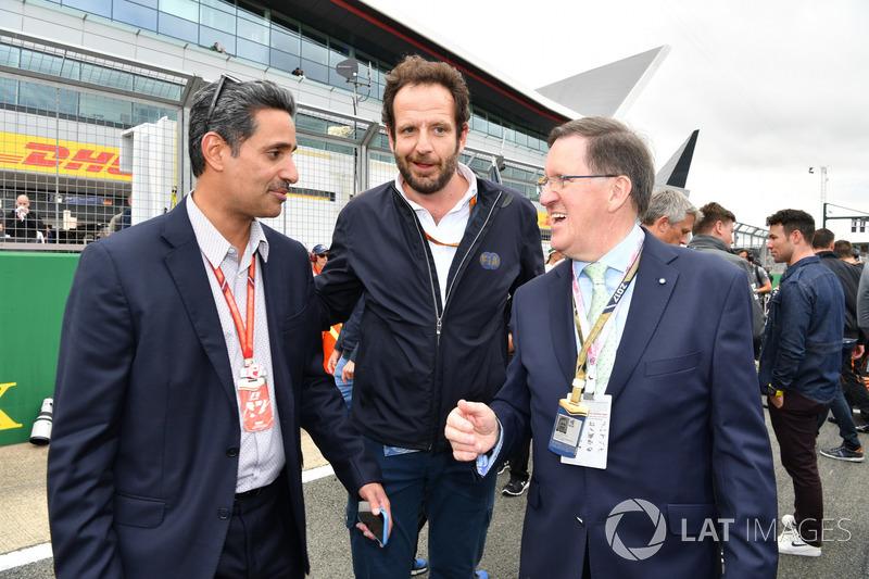 Керівник Bahrain International Circuit Шейх Сальман бін Іса Аль-Халіфа, медіа-делегат FIA Маттео Бончіані, Лорд Робертсон