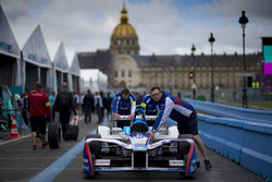 Mechaniker mit dem Auto von Antonio Felix da Costa, Amlin Andretti Formula E Team