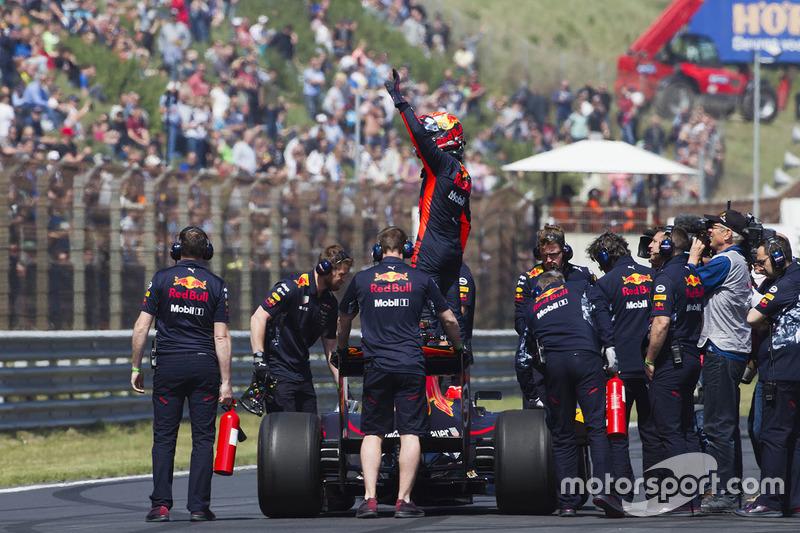 В интервью после заездов Ферстаппен сказал, что если бы это зависело только от него, то Гран При Нидерландов уже давно вернулся в календарь. Кажется, за интерес болельщиков уже сейчас можно не переживать