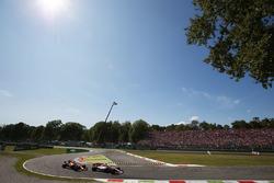 Sergio Perez, Sahara Force India F1 VJM10, Daniel Ricciardo, Red Bull Racing RB13