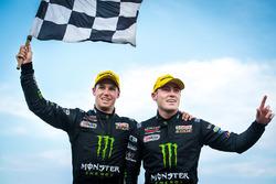 Yarış galibi Cameron Waters, Prodrive Racing Australia Ford, Richie Stanaway, Prodrive Racing Australia Ford