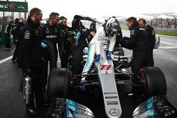 Valtteri Bottas, Mercedes AMG, llega a la parrilla
