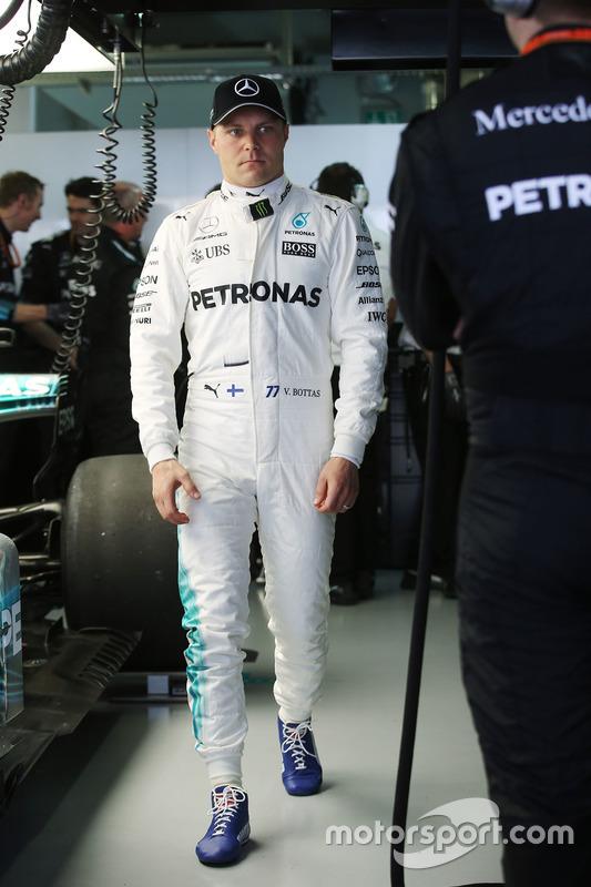 Valtteri Bottas, Mercedes AMG F1, in garage