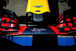 Logo de Aston Martin en la nariz del Red Bull Racing RB12